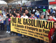 Protestan tepeaquenses  en la CAPU por incremento a pasajes ; dicen no al gasolinazo