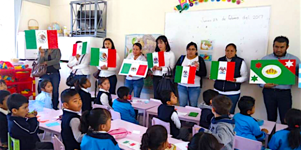 Un día  antes de la fecha , celebran escuelas en Tepeaca Día de la Bandera