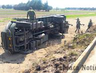 Voltean  camión de la SEDENA en Palmar de Bravo; hay ocho heridos