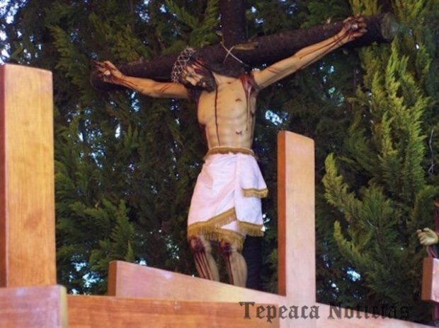 Realizan Viacrucis de Viernes Santo  del Ecce Homo al Calvario en Tepeaca