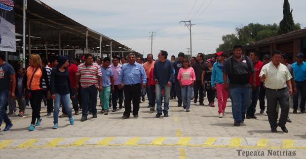 Video: Inauguran comerciantes calle Traventino en Central de Abastos de Tepeaca