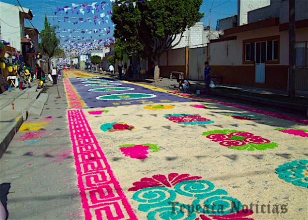 Visten  calles de Tepeaca en el Viacrucis del Viernes Santo (Galería)