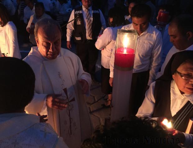 En Sábado de Gloria ,bendicen Fuego Nuevo en Santuario del Santo Niño Doctor de Tepeaca