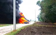 Arde camioneta con combustible ilegal en Camino Real a Álvaro Obregón, Tepeaca
