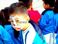 Celebran escuelas de Tepeaca a niños por 30 de abril; continúa llegada de peregrinos a la ciudad.
