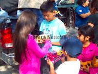 Obsequia  juguetes Santuario del Niño Doctor  a niños pobres de Tepeaca y sierra de  Puebla