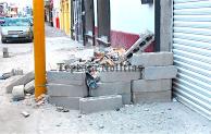 Con complacencia de la comuna de Tepeaca ,escombros invaden banquetas de la ciudad