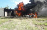 Arde bodega de combustible ilegal en inspectoría  de  Vicente Guerrero, Tepeaca