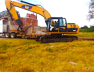 Envia gobierno estatal  maquinaria para afectaciones por inundaciones en fraccionamiento de Tepeaca