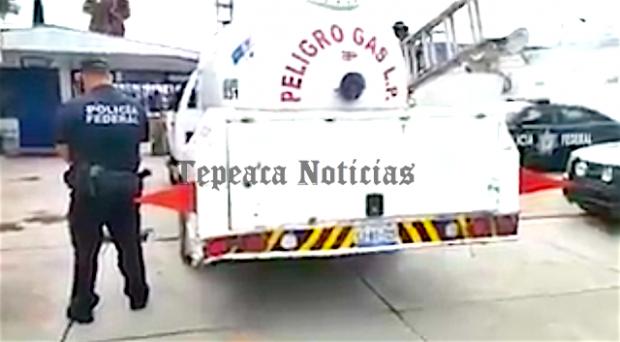 Aseguran federales pipa cargada de gas  de procedencia ilícita en Tepeaca