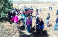Vuelca camioneta en Santiago Acatlan ,Tepeaca;fallece una persona