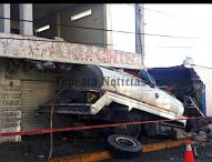 Deje un muerto y dos lesionados choque de pipa  en San Hipólito Xochiltenango, Tepeaca