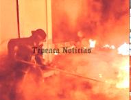 Arde fabrica  de poliéster y algodón  a un lado de carretera Tepeaca-Tecali
